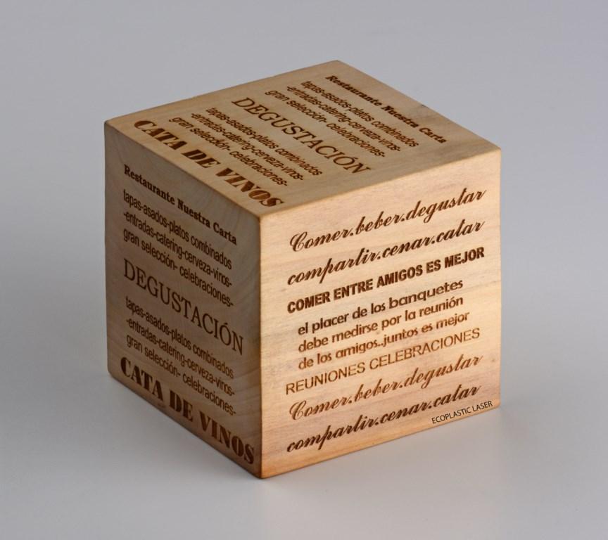 grabado-de-portamenus-en-madera